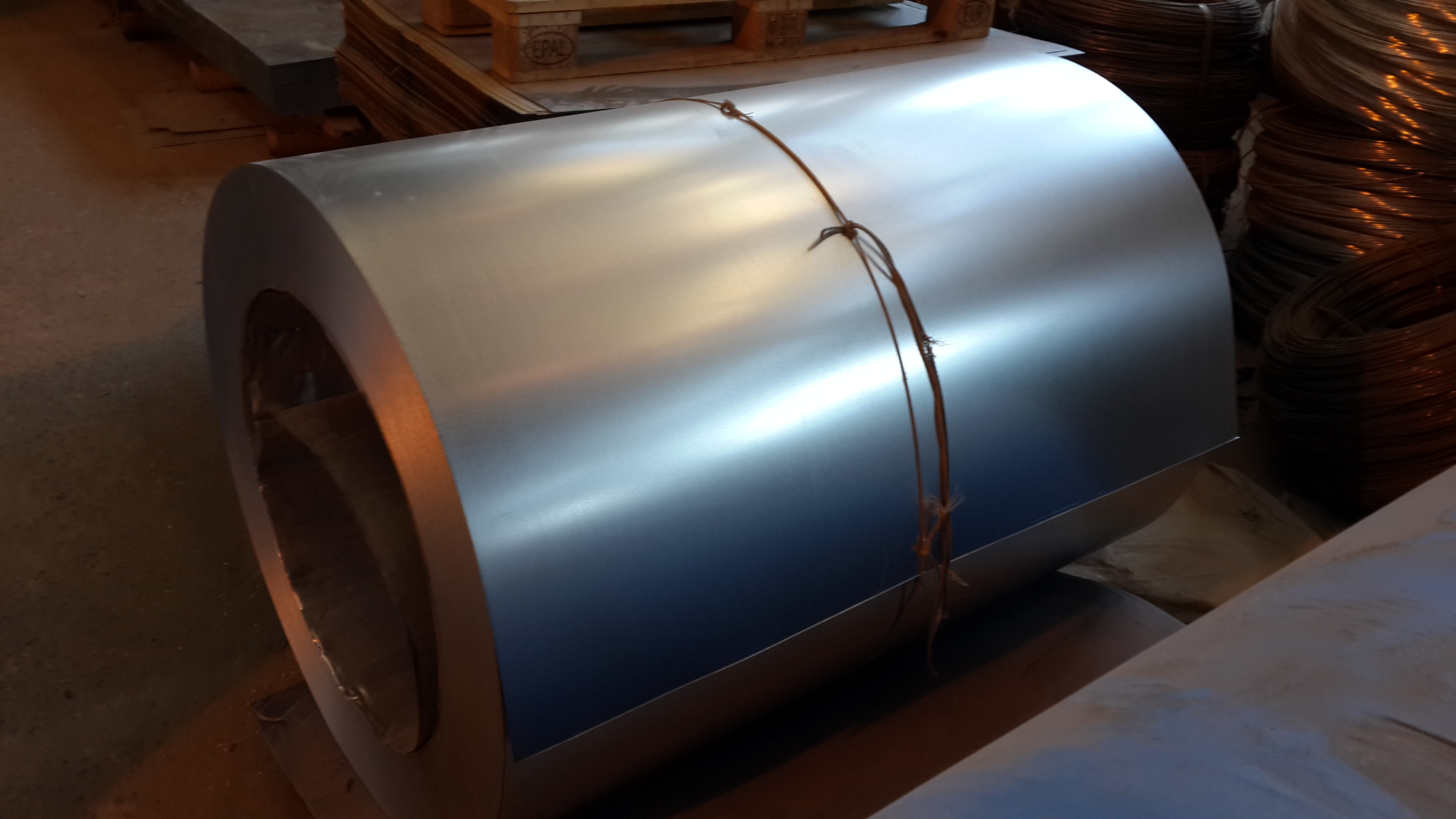 Сталь оцинкованная в рулонах 0,9х1250 мм